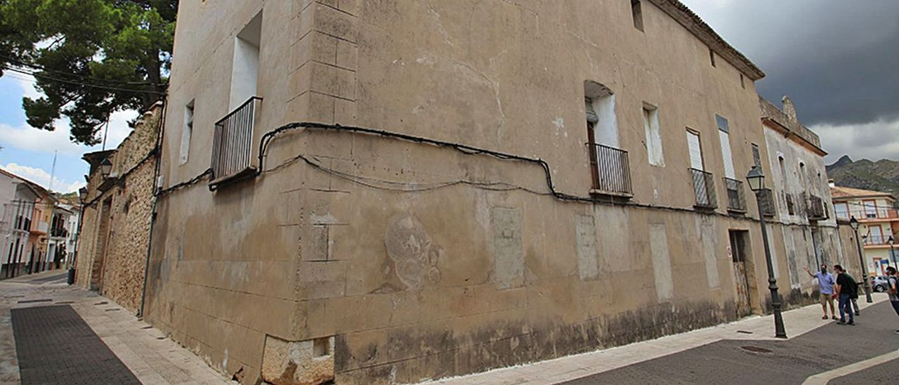 El Palau dels Comtes de Ròtova, una localitat que va viure les conseqüències de la Batalla del Vernissa.    | LEVANTE-EMV