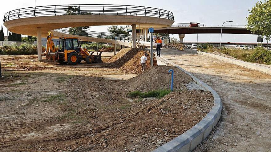 La pasarela que unirá l'Horta Sud y València ya cruza la V-30 y el nuevo cauce del Turia