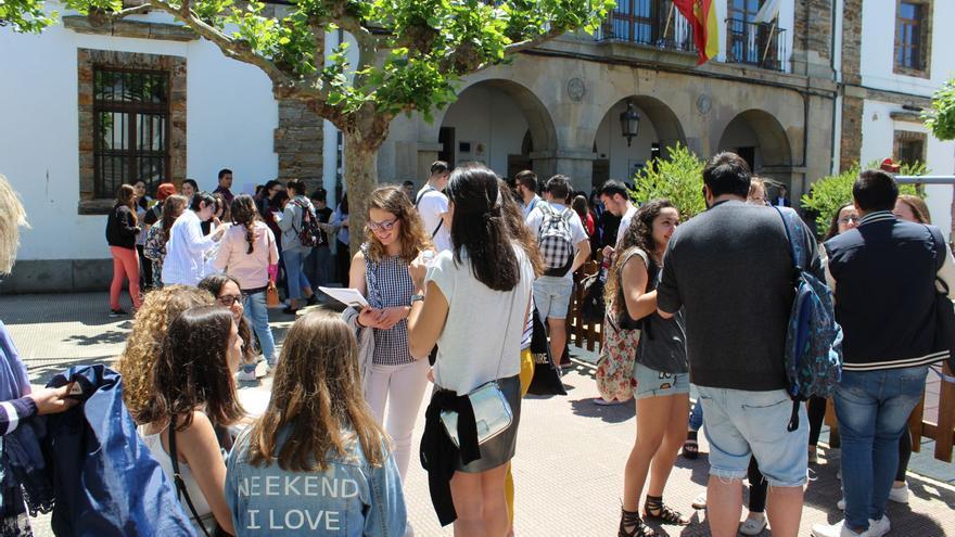 Los alumnos mantendrán la protesta del sábado si la EBAU no vuelve a Tapia