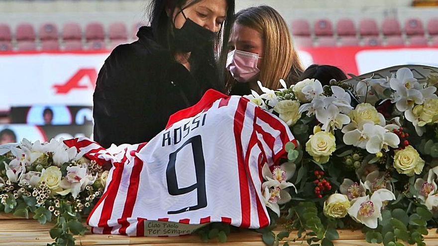 Emotivo homenaje a Paolo Rossi en el estadio del Vicenza