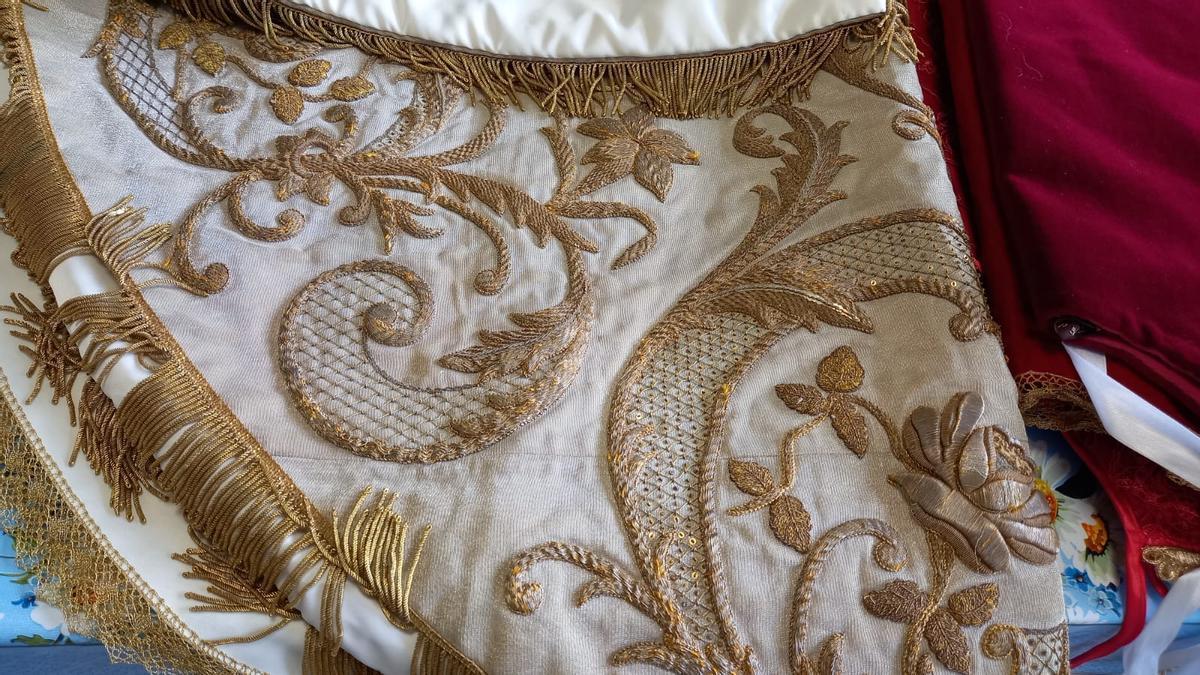 Detalle del manto más antiguo regalado por la infanta Isabel