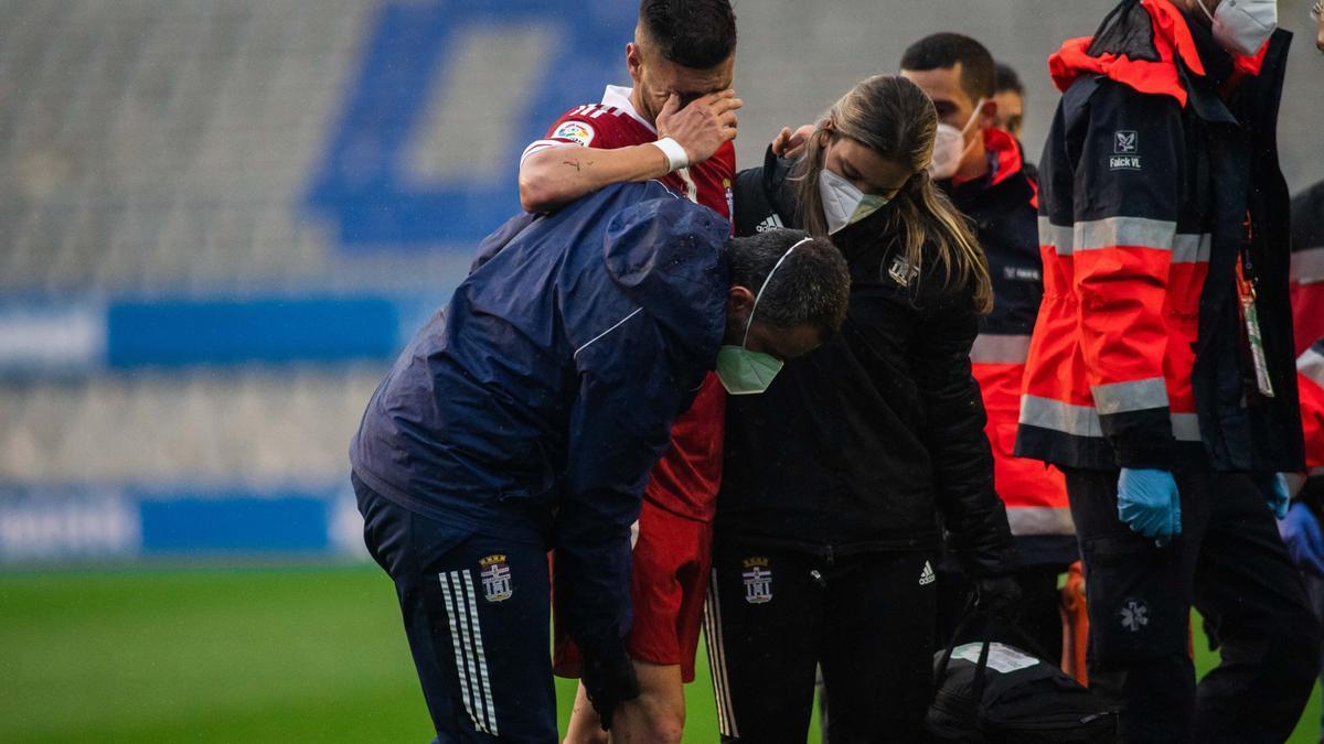 Cristián López, del FC Cartagena, tras lesionarse frente al Sabadell