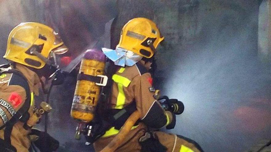 Mor un gos en l'incendi d'una caravana a Mollet de Peralada