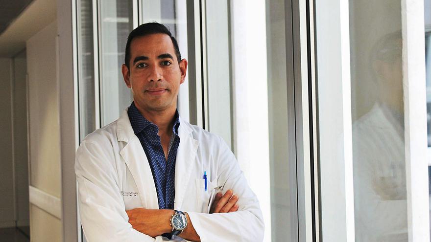 Maikel Ayo González: «La pandemia nos ha llevado a ofrecer a domicilio tratamientos de quimioterapia o transfusiones»