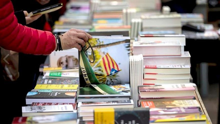 Cataluña prepara un Sant Jordi descentralizado y con varios días de duración