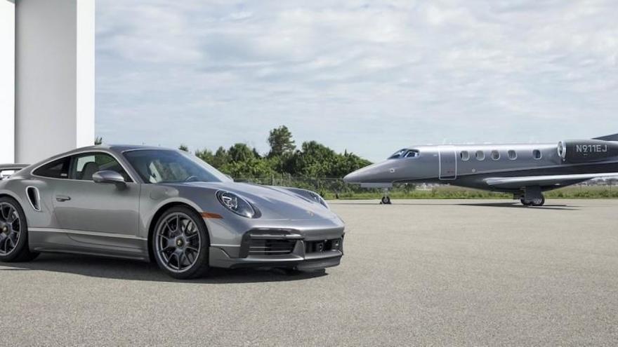 Porsche y Embraer lanzan una edición especial del 911 Turbo S y del jet privado Phenom 300E