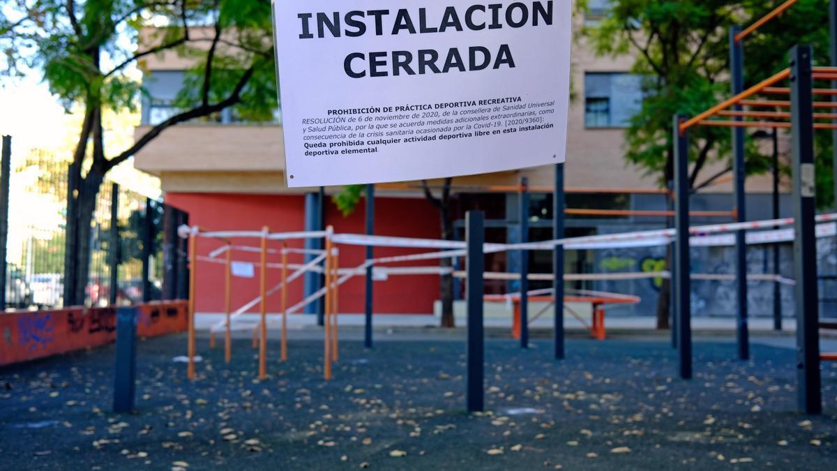 Cierre de las instalaciones deportivas en València por el coronavirus.