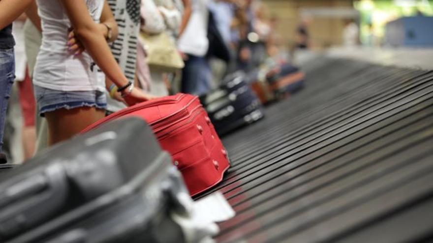 Una joven contagiada viaja a Canarias mientras esperaba el resultado de la PCR