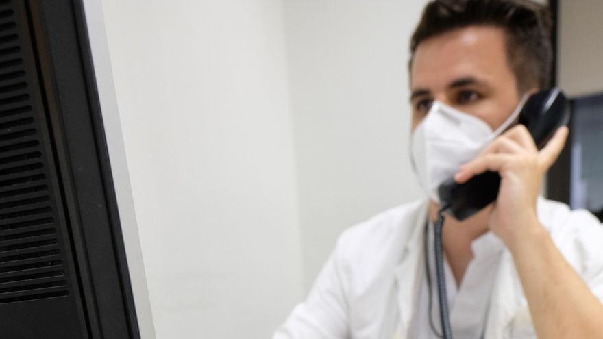 El Colegio de Médicos exige que el rastreo del virus salga de las agendas diarias de los centros de salud