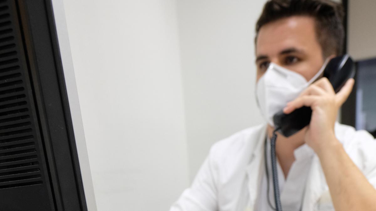 Los centros de salud pierden a medio centenar de médicos que hacían labores de rastreo
