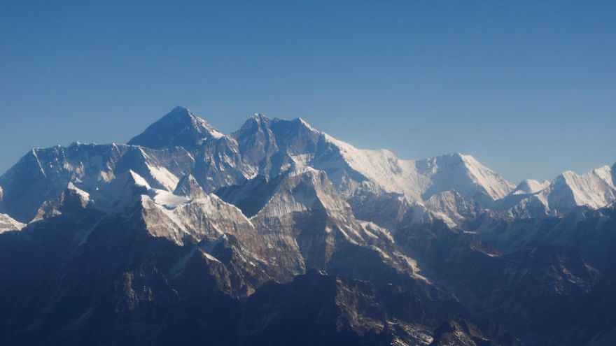 Nepal y China fijan la altura del Everest en 8.848,86 metros