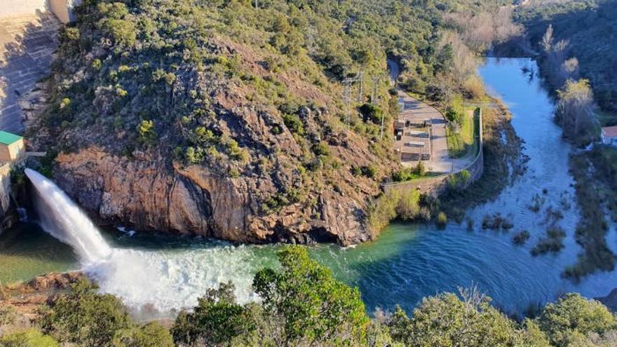 L'ACA allibera de manera controlada més aigua des de la presa Darnius-Boadella