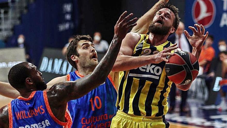 El Valencia Basket reacciona a tiempo y vuelve a asaltar Estambul