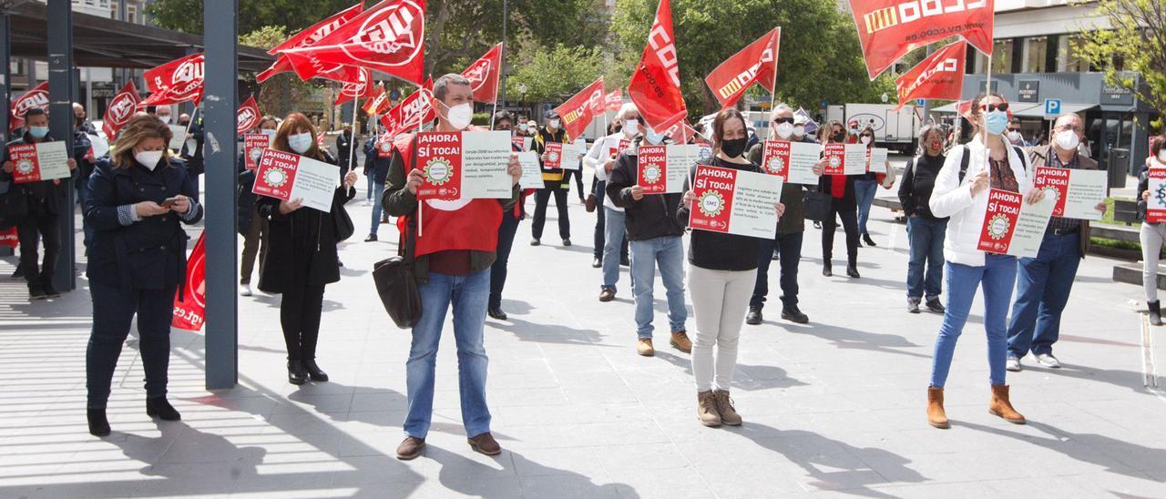 Un momento de la concentración sindical celebrada en la plaza de la Montañeta.