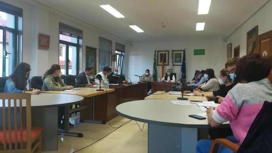 La oposición aborta el pleno extraordinario de Vila de Cruces