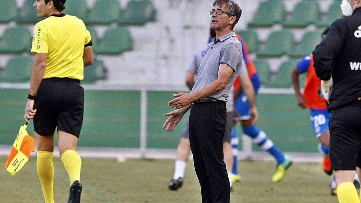 Fernando Vázquez, en un momento del partido de ayer.