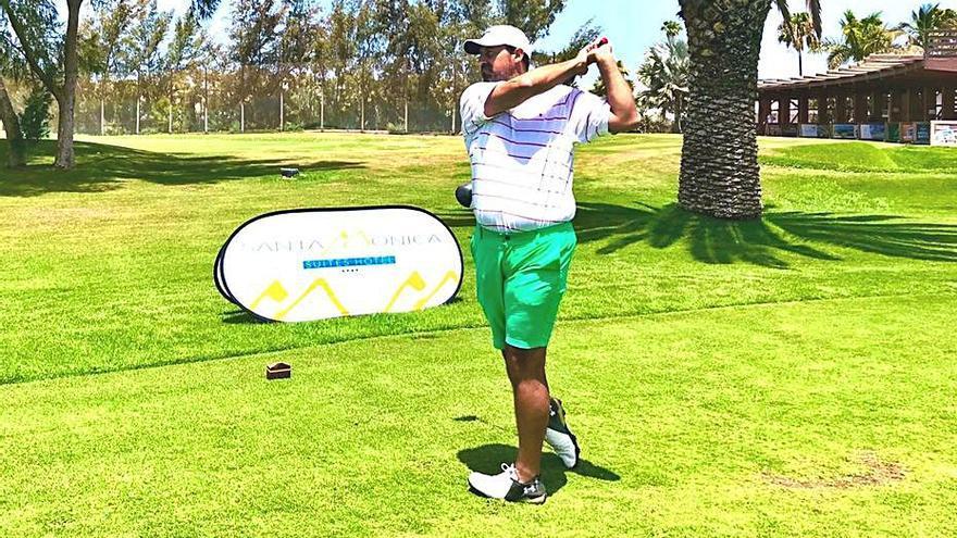 Daniel Suárez, ganador 'scratch' del torneo Santa Mónica Suites Hotel
