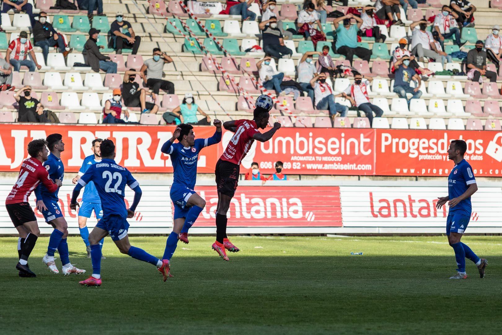 GALERÍA| Las mejores imágenes del partido de futbol  Zamora C.F-Cultural