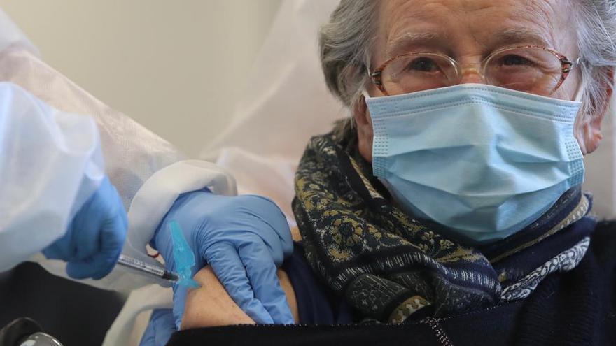 Comienza la vacunación de los mayores de 90 años que no viven en residencias