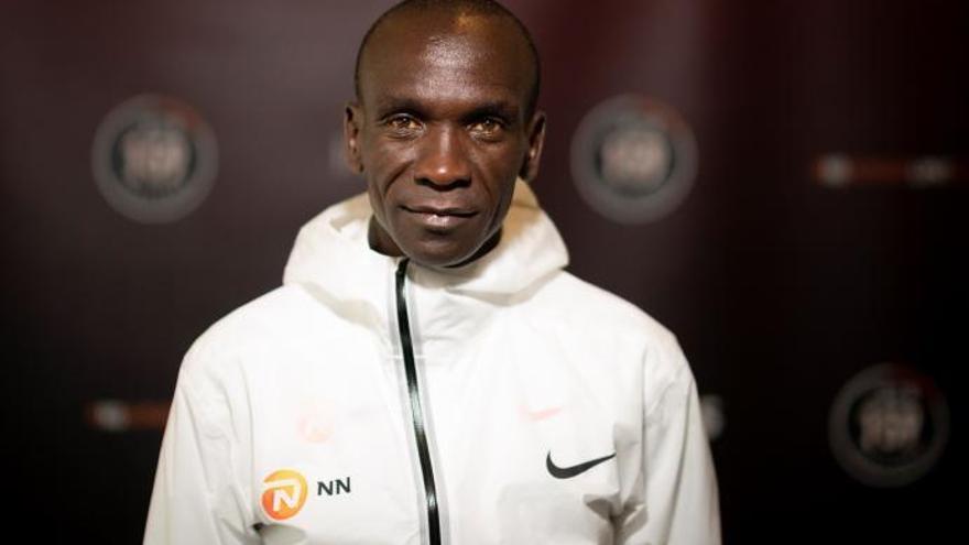 Rècord històric en una marató: Kipchoge destrossa el mur de les dues hores