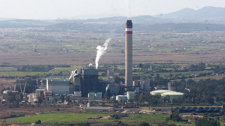 Medio Ambiente analiza los impactos de la conexión eléctrica con la península