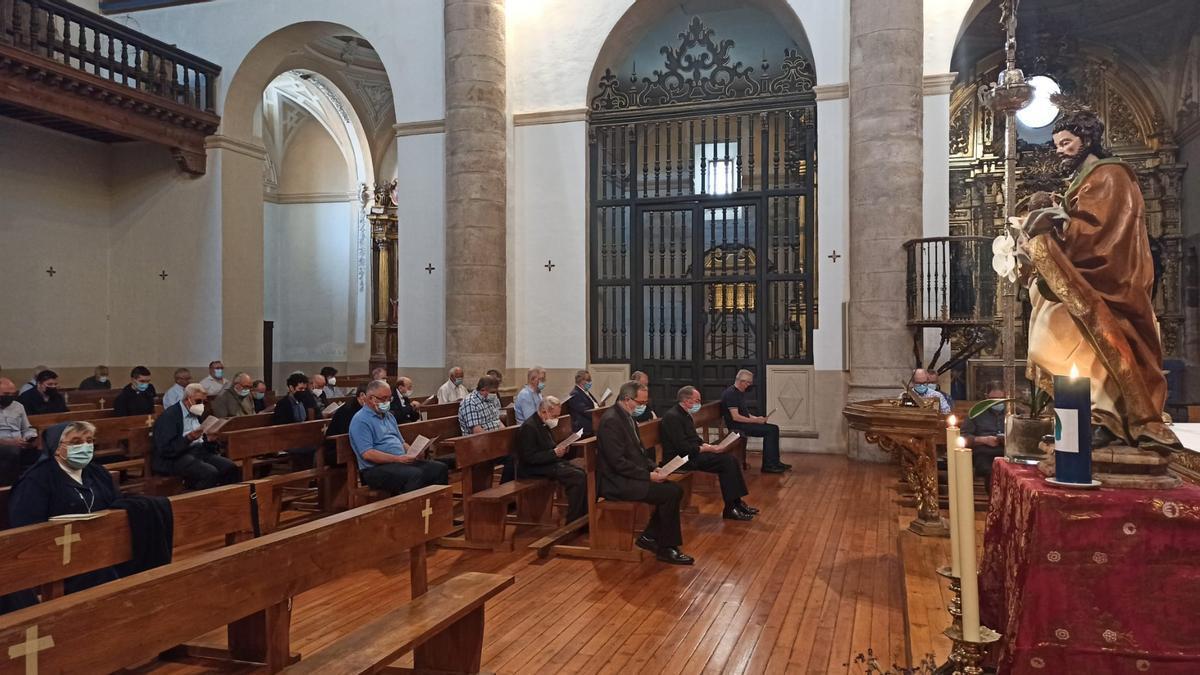 Momento de la reunión en la iglesia de San Andrés