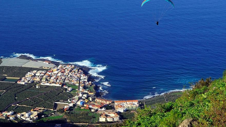 Fallece un parapentista al sufrir una caída en un acantilado de Garachico