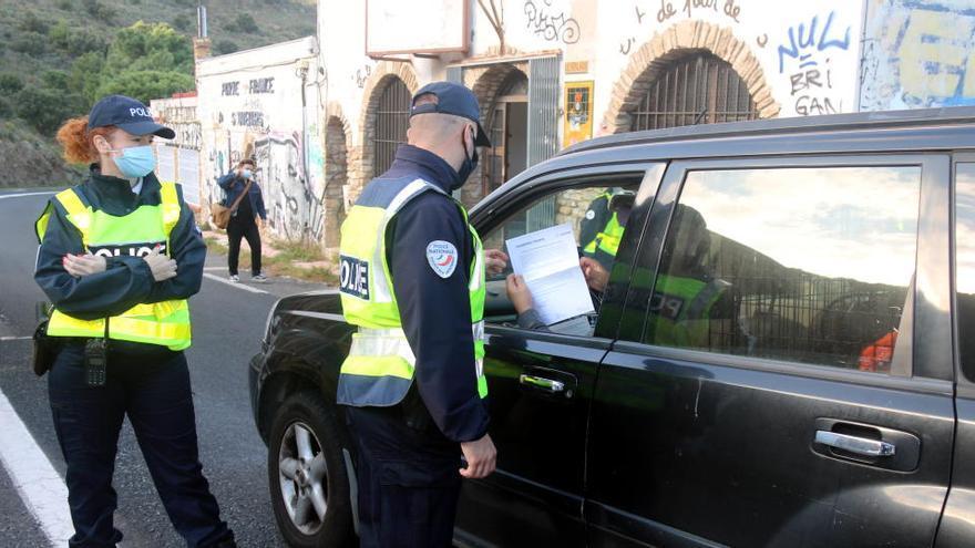 França dobla els efectius a la frontera per reforçar els controls contra la immigració il·legal i el terrorisme