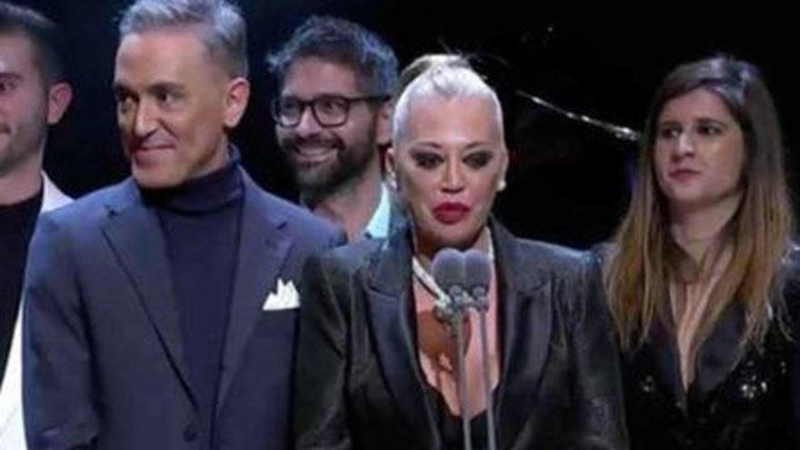 El zasca de Belén Esteban a los políticos al recoger el Premio Iris para  'Sálvame'