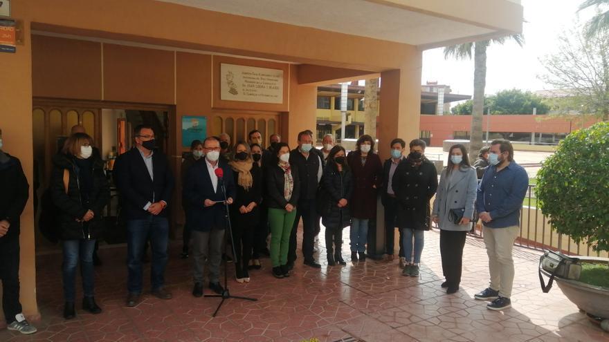 El Campello rinde homenaje a los 75 fallecidos por el covid con un minuto de silencio y tres días de luto oficial