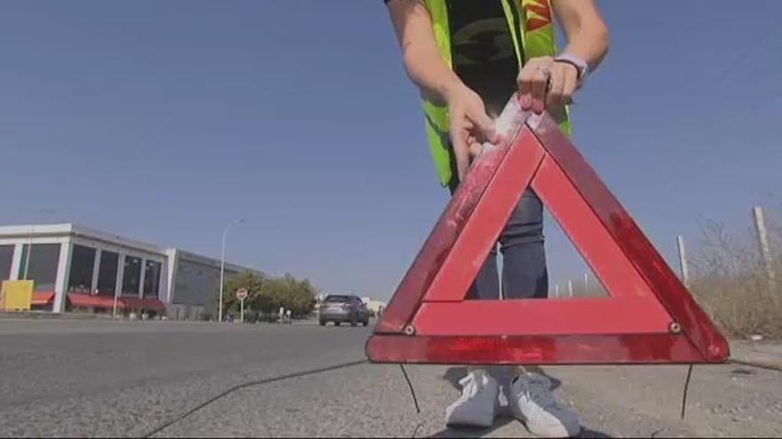 La DGT prevé sustituir los triángulos de preseñalización por sirenas luminosas