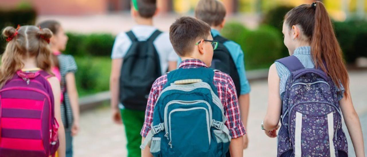 Consejos para reducir el daño que las mochilas hacen a la espalda de los niños