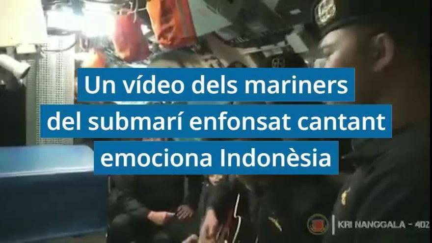 Un vídeo dels mariners del submarí enfonsat cantant emociona Indonèsia