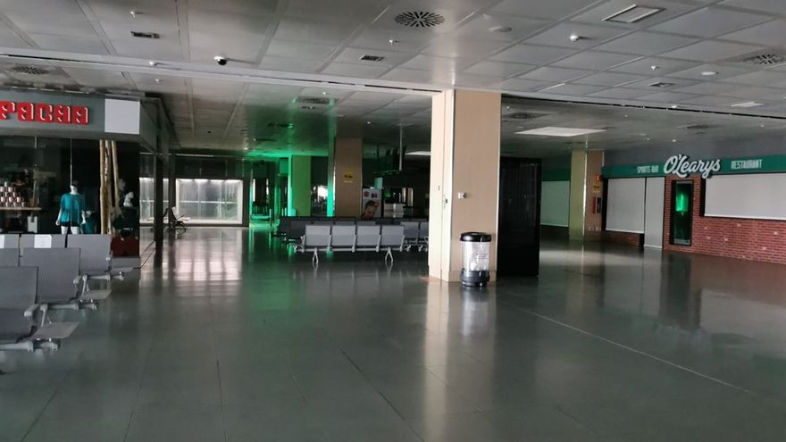 El aeropuerto de Ibiza, a oscuras por un incendio en la central eléctrica