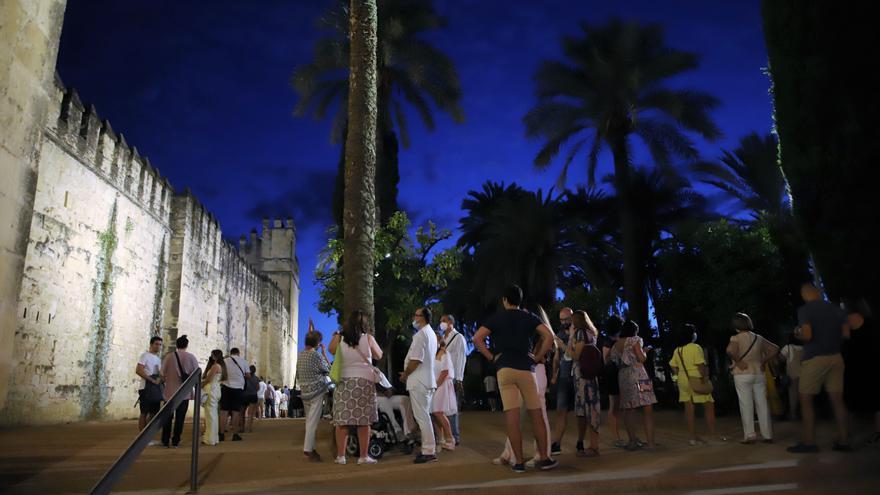 Córdoba se da un baño de masas en una patrimonial noche de normalidad