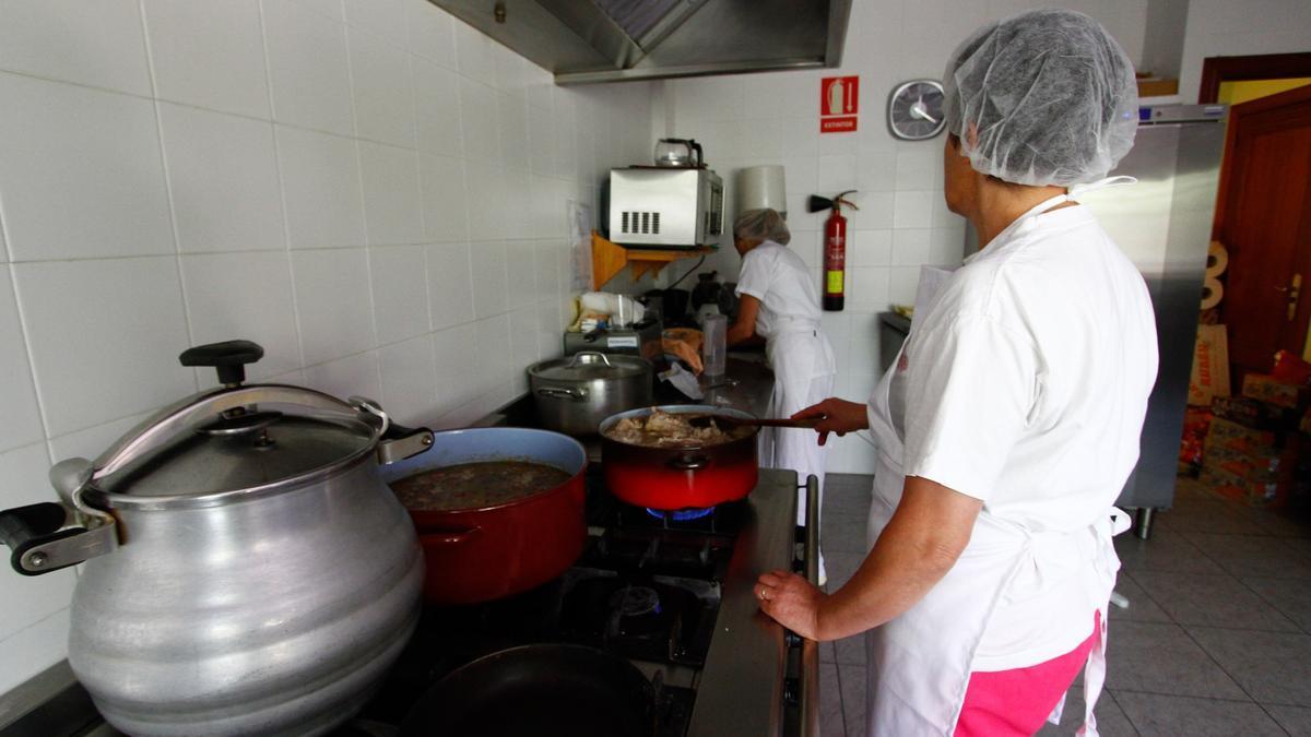 Participantes en un taller de empleo sobre cocin