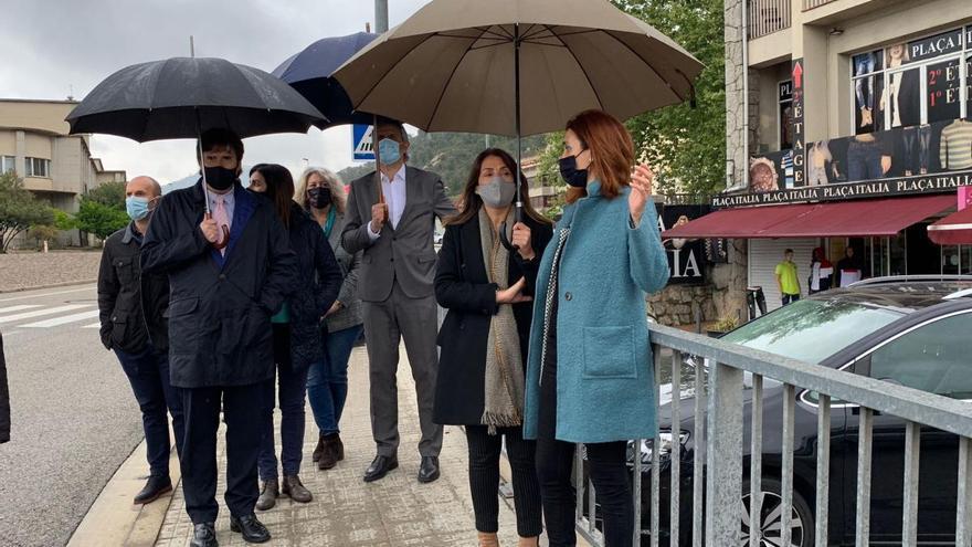 L'alcaldessa de La Jonquera trasllada a Budó la seva preocupació pel comerç