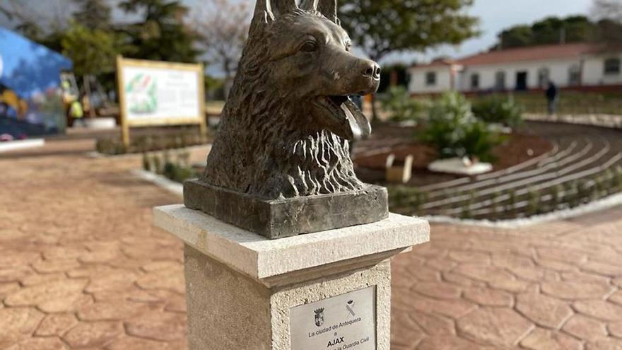 Antequera honra la memoria de Ajax, el pastor alemán que evitó una masacre de ETA