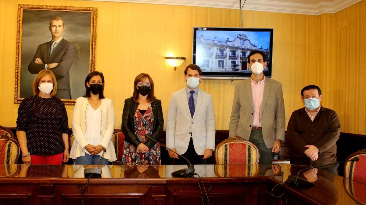 Reunión del delegado de Igualdad con el Ayuntamiento de Cabra.