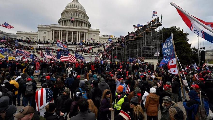 Detienen a un excandidato republicano por participar en el asalto al Capitolio