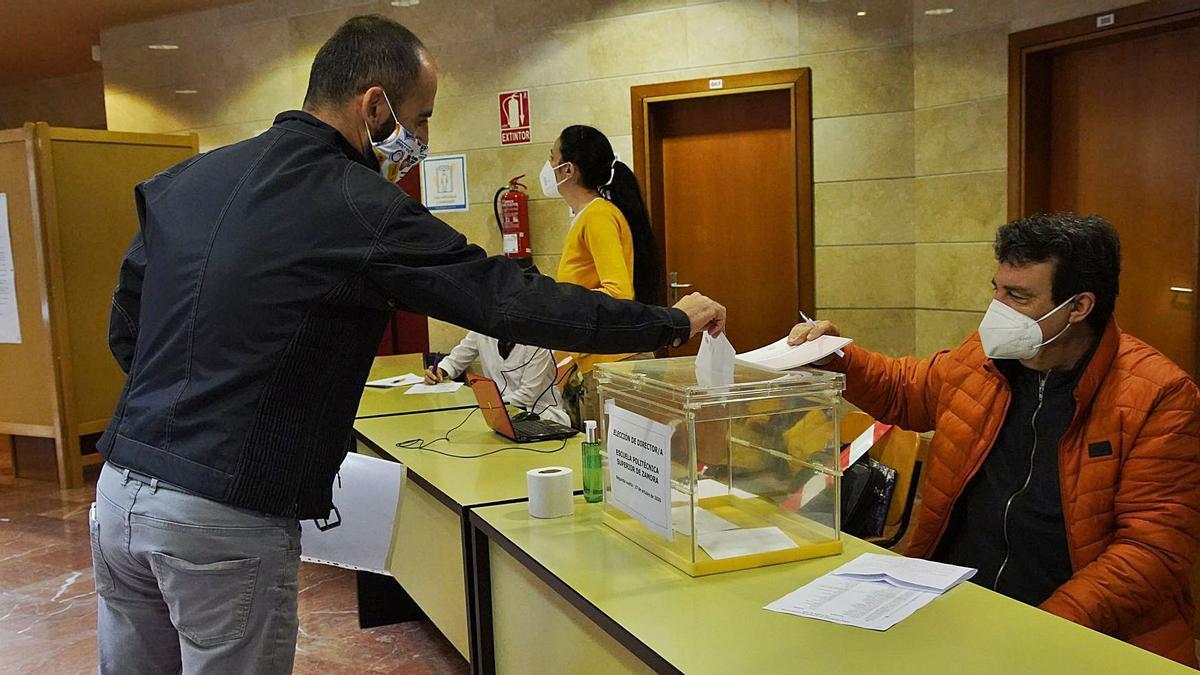 Votaciones en la jornada de ayer en el Campus Viriato de la capital.