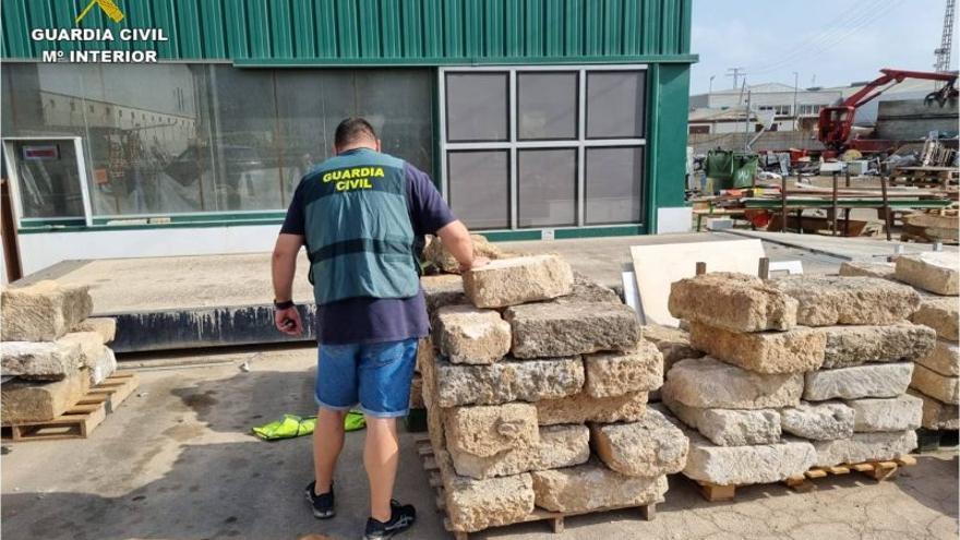 La Guardia Civil recupera 50 sillares de piedra tosca robados en Xàbia