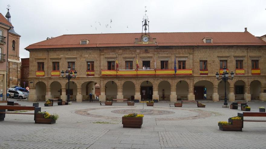 """El Ayuntamiento de Benavente considera """"más necesaria que nunca"""" la Constitución Española"""
