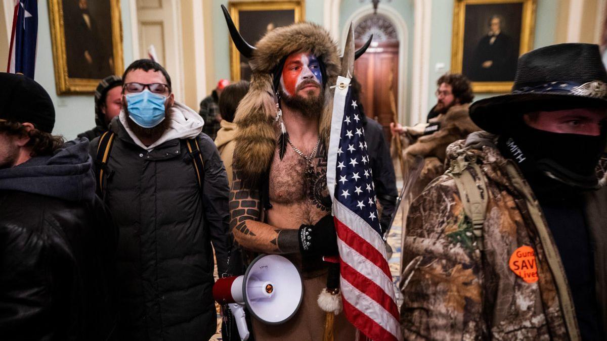 Seguidores de Trump en el asalto al Capitolio de EE.UU. en enero, por un supuesto amaño electoral.