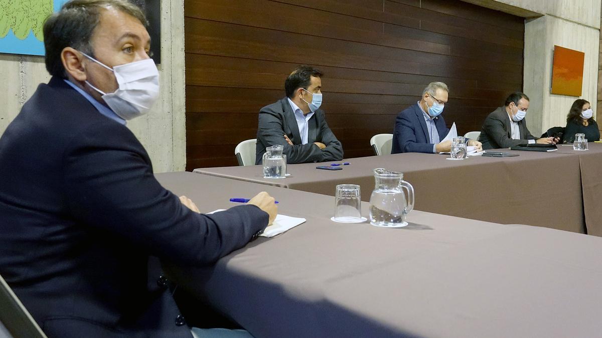 Un momento de la reunión con el Gobierno de Canarias.