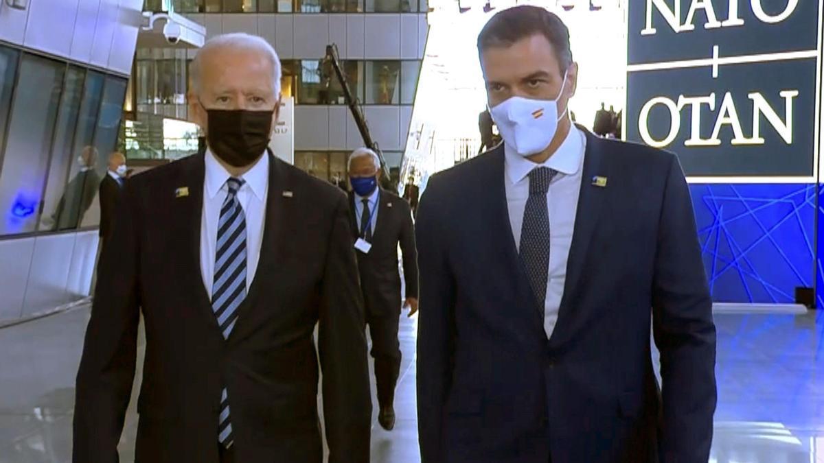 Pedro Sánchez, con Joe Biden en la pasada cumbre de la OTAN en Bruselas.