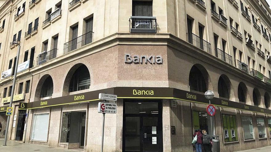 Baleares es la única región donde empatan CaixaBank y Bankia