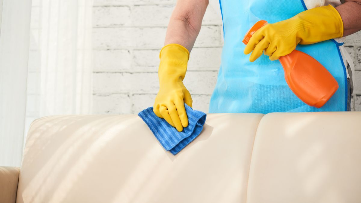 El truco casero para limpiar el sofá y otras tapicerías de forma rápida y sencilla.