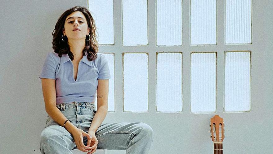 La cantautora Agnès Algueró posa música al paisatge de la Garrotxa