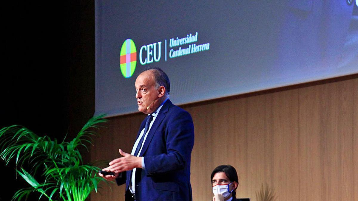 Javier Tebas, ayer, durante su intervención en la Universidad Cardenal - CEU. | LEVANTE-EMV